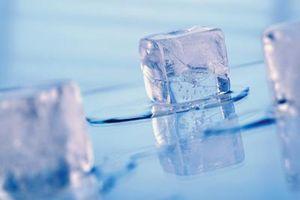 Min Frigidaire Ice Maker Tube holder frysning