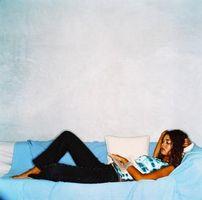Sådan bruges et ark til at dække en sovekabine Sofa