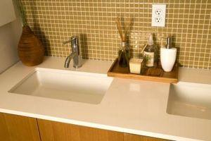 Granit vs Quartz for lille badeværelse tællere
