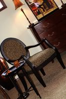 Sådan fjerne, reparere & Refinish møbler finer