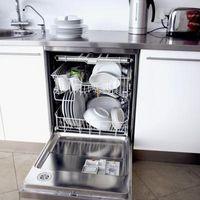Min KitchenAid opvaskemaskine dør åbner i løbet af cykler