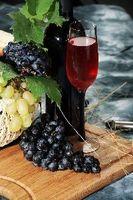 Vin-farvet spisestue ideer