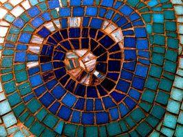Sådan oprettes en mosaik flise tabel