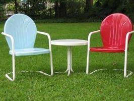 Hvordan man kan male en gammel Metal græsplæne stol