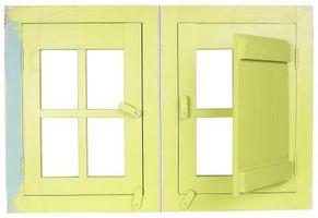 Hvordan til at gøre gardiner med en ulige vinduesplacering i et soveværelse