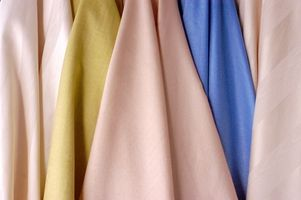 Hvordan man bruger klud servietter til et vindue behandling udvider