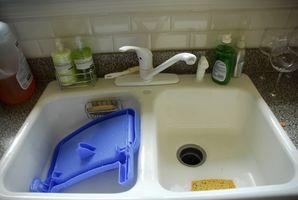 Sådan Plumb en dobbelt håndvask i et køkken