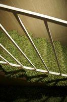 Sådan installeres tæppe på træ trapper af metoden vandfald
