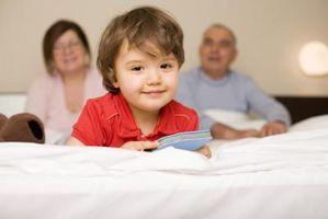 DIY: Polstret hovedgærde for et lille barn seng