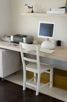 Standard højder for en hylde over et skrivebord