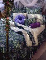 Soveværelse udsmykning med lilla accenter