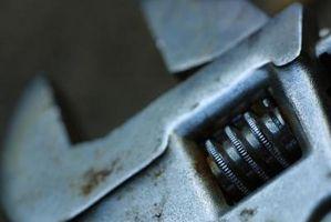 Sådan bruges en justerbar skruenøgle korrekt