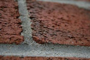 Sådan fjernes gamle mørtel fra teksturerede mursten