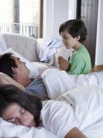 Sofaer, der bruger en luftmadras til en sovende