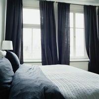 Hvor langt udvide gardinstænger ud over vinduet?