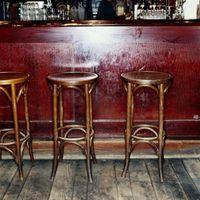 Hvor meget plads der er behov barstole?