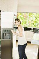 Hvordan at tilslutte op vandforsyning til et køleskab Ice Maker