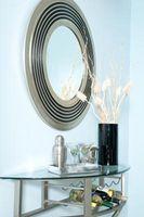 Hvordan man laver en spejl montere på en mur