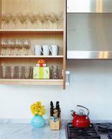 Hvordan til at omgøre en køkken uden at erstatte kabinetter