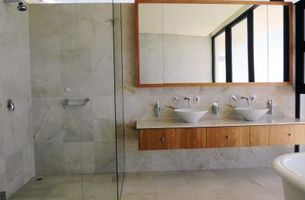 Hvordan du opdaterer en badeværelse til børstet nikkel