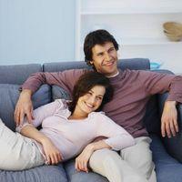 Hvordan til at dekorere med en lys blå sofa