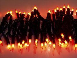 Hvordan til at hænge julelys på Metal