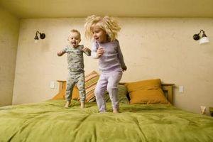 Hvordan man laver en polstret hovedgærde for børn