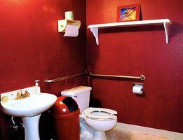 Hvordan til at fjerne tapet fra bag et Toilet