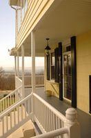 Hvordan opbygger jeg en screenet solen veranda?