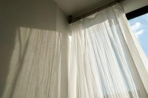 Hvad semi-ren og skær stof til gardiner vælger professionelle dekoratører?