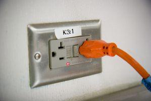 Sådan installeres elektriske forretninger på en køkkenø