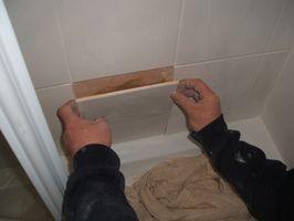 Sådan installeres keramiske fliser på Brusevægge