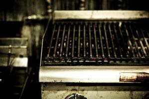 Hvad er forskellen mellem en Char slagtekyllinger & en Grill?
