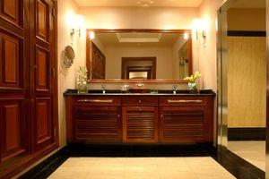 Hvordan du nemt ramme et badeværelse spejl