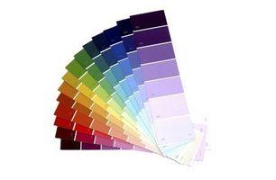 Farver til væggene med creme farvet kabinetter