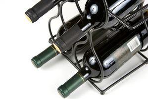 Hvordan til at hænge smedejern vin stativer