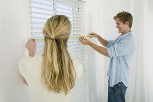 Hvordan til at hænge lange gardiner på korte Windows