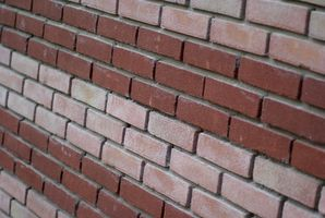 Sådan tilføjes en mursten afsats til en betonblok