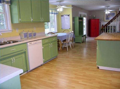 Hvordan man bruger Pratt & Lambert Accolade maling på køkkenskabe