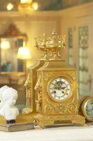 Hvordan at rengøre indersiden af en Mantel ur