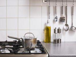 Hvor meget plads behøver du mellem tællere i kabyssen køkken?