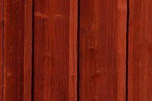 Hvordan at plette en ru savet Cedar hjem