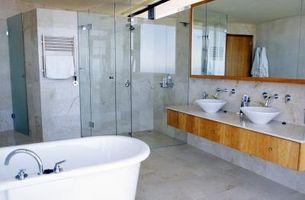 Hvordan at ramme et badeværelse spejl med støbning