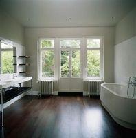 Sådan opdaterer du et hvidt badeværelse