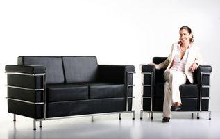 Hvordan man kan dekorere en lejlighed med sort møbler