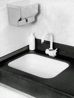 Trim farve ideer til en sort & hvide badeværelse