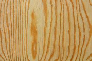 Hvordan man kan skære krydsfiner for en flisebelagt bordplade