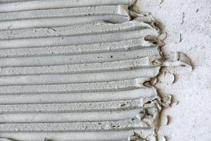 Hvad er den keramiske fliser, der har de ru kanter?