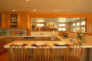 Køkken Layout Basics med en halvø