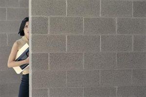 Hvordan til at lime Drywall til indre af betonblok vægge